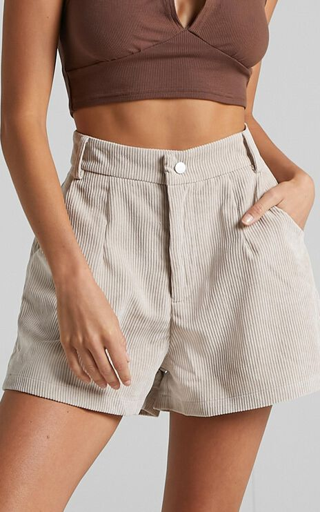 Tovil Shorts in Beige Cord