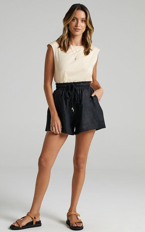 Back To The Bar Shorts in Black Linen Look