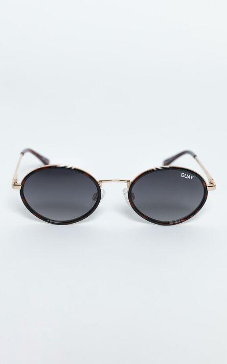 Quay - Line Up Sunglasses in Tort / Smoke