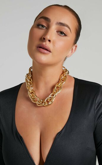 Alesha Necklace in Gold