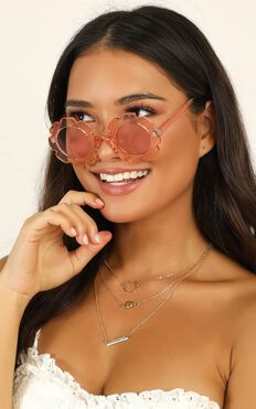 Days and Daze Sunglasses In Peach
