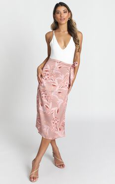 Board Meeting Skirt In Rose Paisley