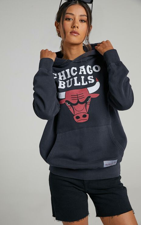 Mitchell & Ness - Vintage Classic Logo Hood Bull in Faded Black
