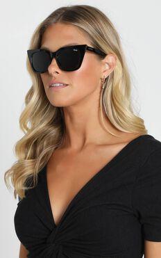 Quay - Harper Sunglasses in Black and Smoke Lens