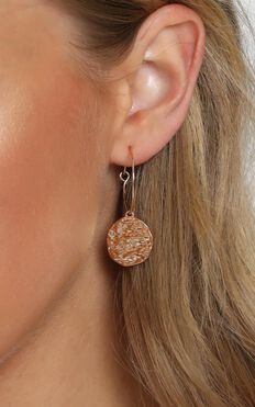 Best Look Hoop Earrings In Gold
