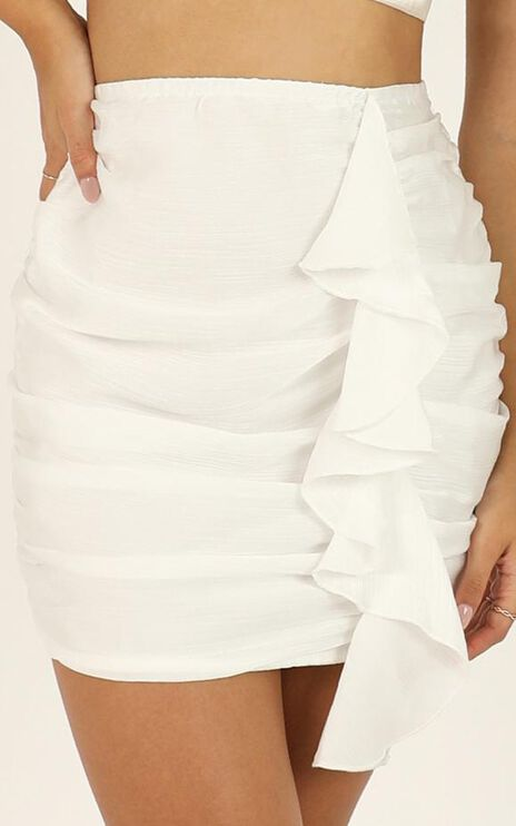 Chasing Feels Skirt In White