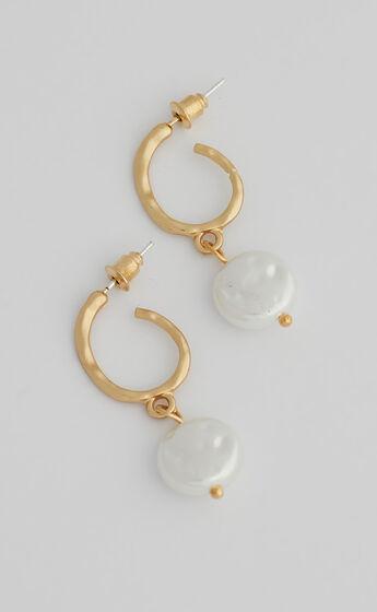 Bron Hoop Earrings in Gold and Pearl