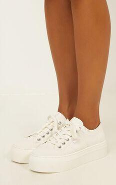 Lipstik - Rayden Sneaker In White Canvas