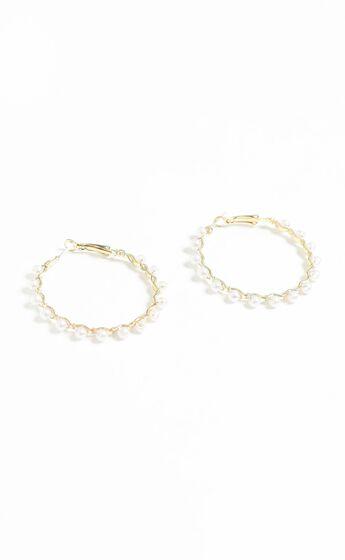Hoop Earrings with Pearls in Gold