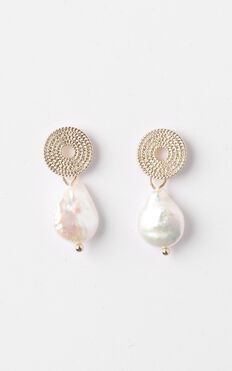 Ophelia Drop Pearl Earrings In Gold
