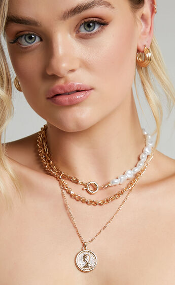 Mani Necklace in Gold