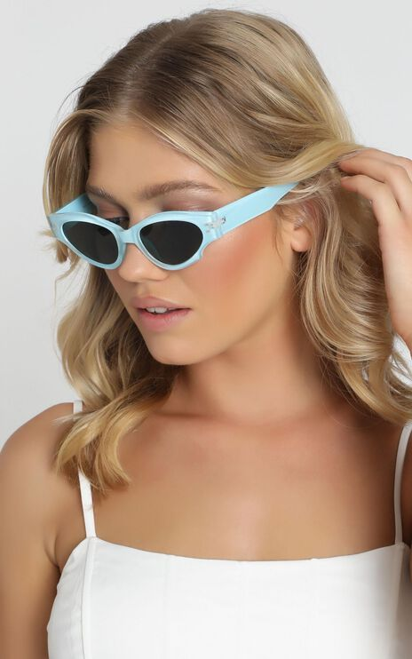 Mink Pink - Tidal Sunglasses In Washed Denim And Green Mono
