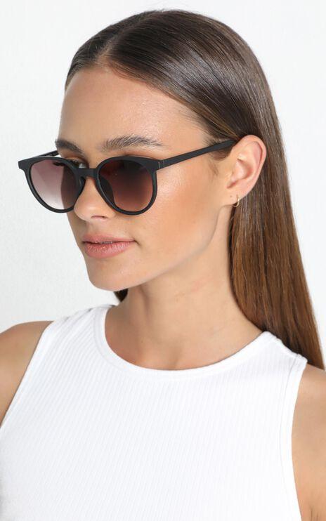 MinkPink - Beeze Sunglasses In Black Rubber