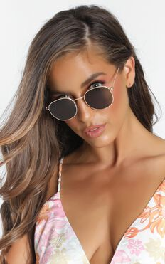 Way Out West Sunglasses In Gold/Brown