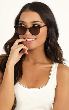 MinkPink - Breeze Sunglasses In Tort