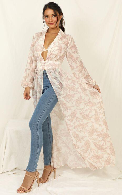 Prepare To Win Kimono In Cream Paisley