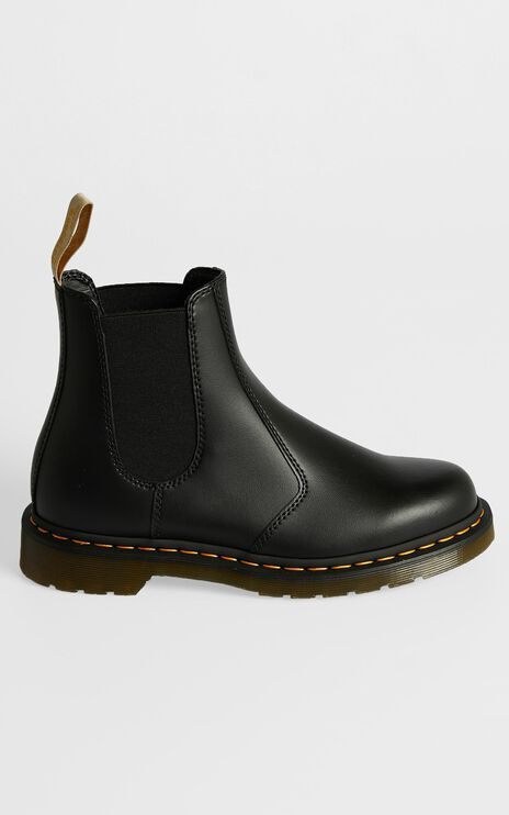 Dr. Martens - Vegan 2976 Chelsea Boot in Black Felix Rub Off