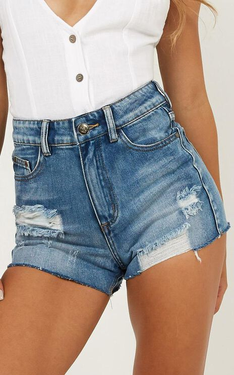 Clove Lane Denim Shorts In Mid Wash