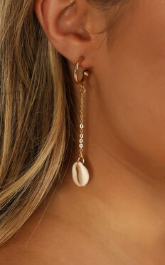 Make My Dreams Earrings In Gold And Shell