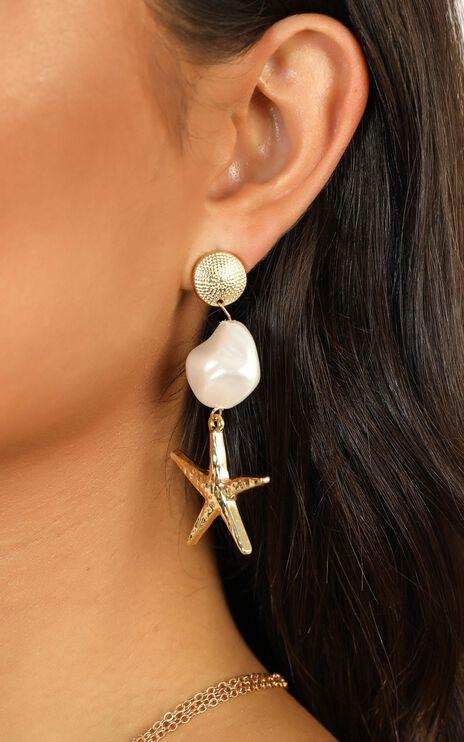 Seaside Bliss Earrings in Gold Pearl