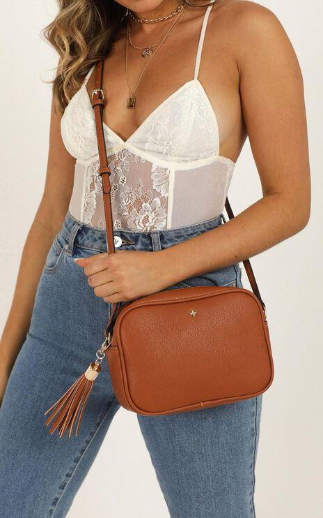 Peta and Jain - Gracie Shoulder Bag In Tan Pebble