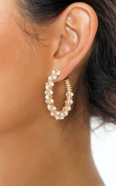 Ahyana Hoop Earrings In Gold And Pearl