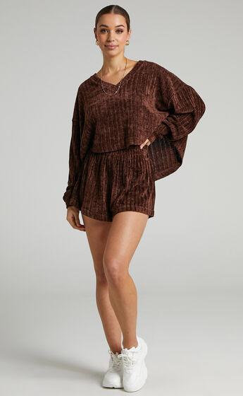 Jamiee Chenille Elastic Waist Shorts in Chocolate