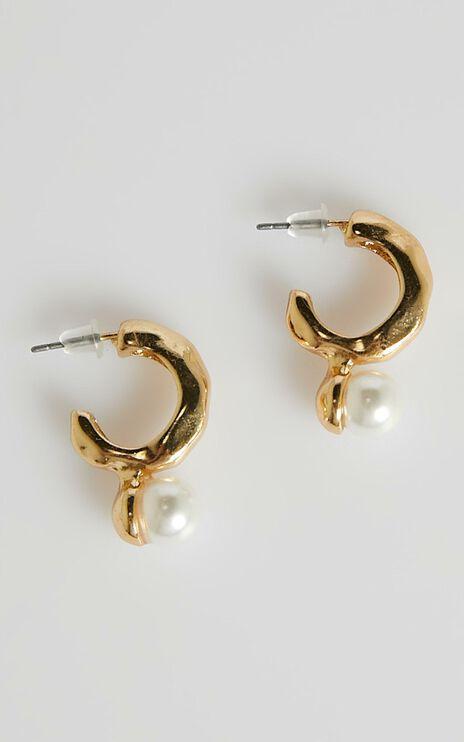 Im Yours Earrings in Pearl