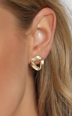 Twist It Hoop Earrings In Gold