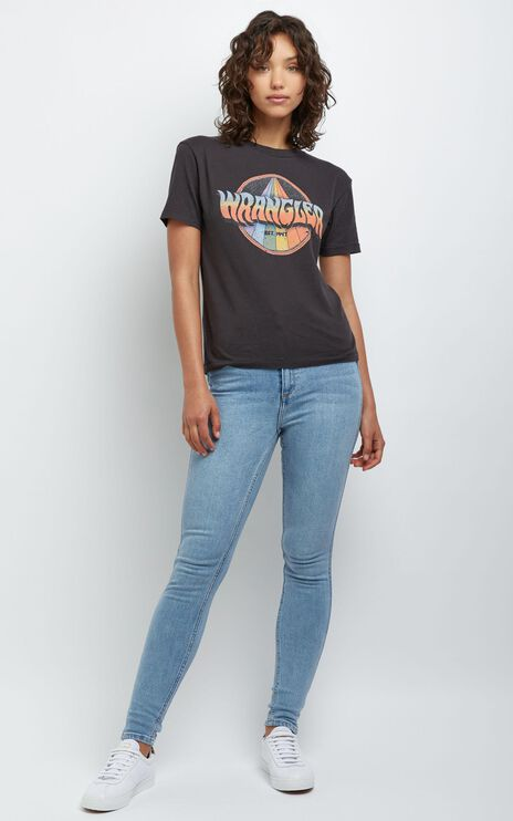 Wrangler - Rainbow Road Tee in Washed Black