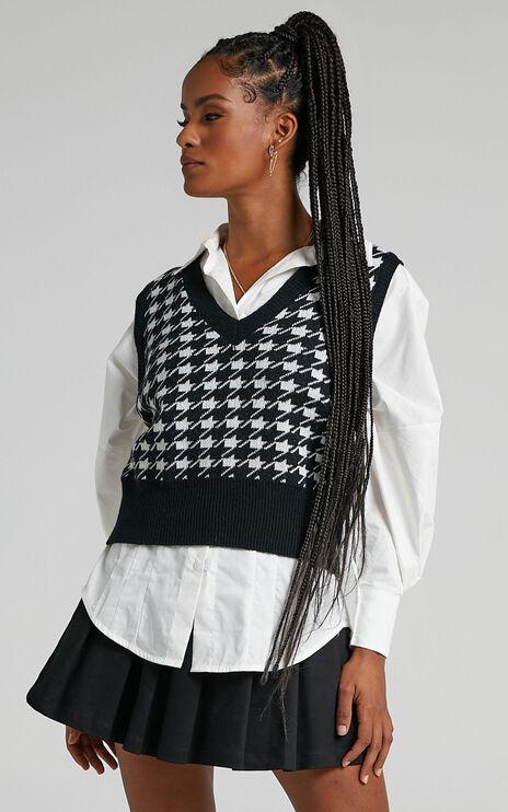Harlem Knit Vest in Black Houndstooth
