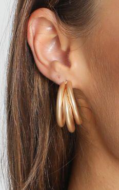 Loop Me In Earrings In Gold
