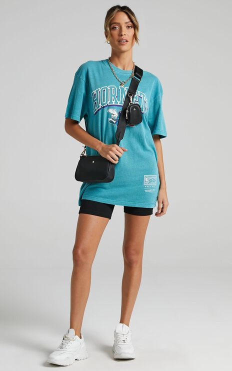 Mitchell & Ness - Vintage Keyline Logo Tee Horns in Faded Aqua