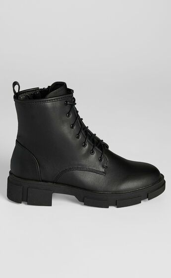 Therapy - Nadia Boots in Black