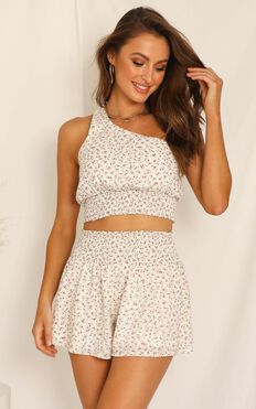 Find My Way Two Piece Set In White Floral