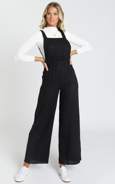 Keeping The Momentum Jumpsuit In Black Linen Look
