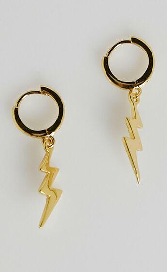 Izoa - Stormi Huggie Earrings in Gold