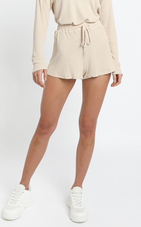 Kallan Shorts in Beige