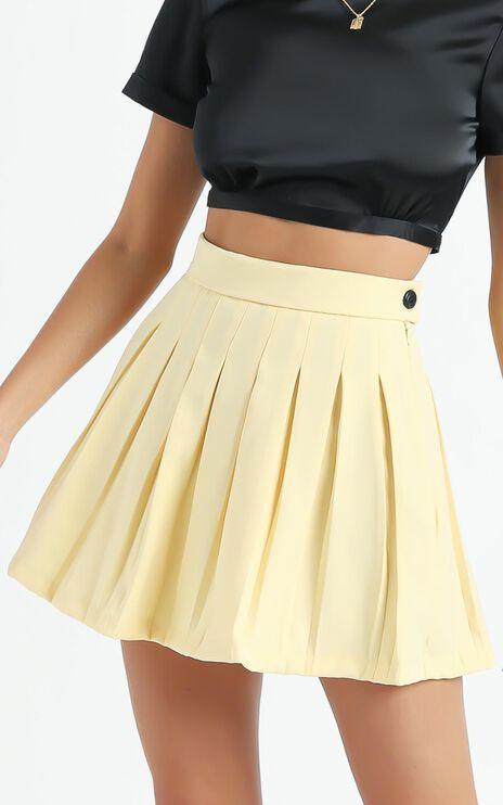 Brea Pleated Skirt in Lemon