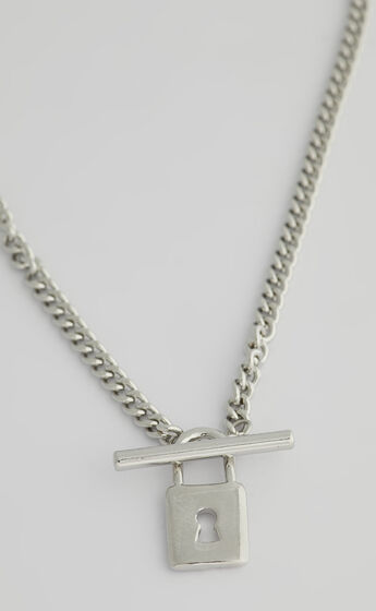 Darby Lock Necklace in Silver