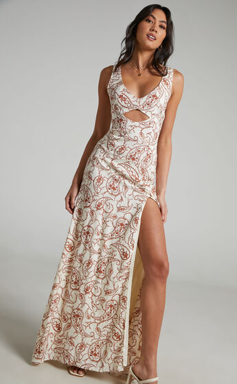 Edellen cut out Maxi Dress in Chocolate Paisley