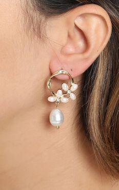 JT Luxe - Aubrey Drop Pearl Earrings in Gold