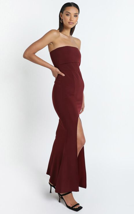 Glamour Girl Maxi Dress In Burgundy