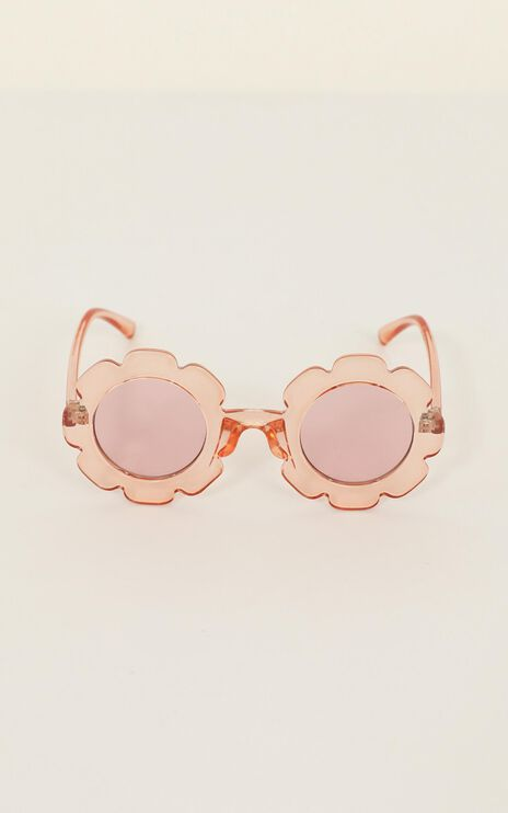 Days and Daze Sunglasses In Peach