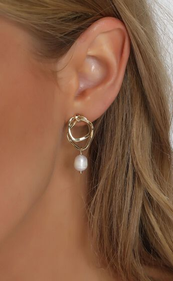 Flora Double Hoop Drop Earring in Gold And Pearl