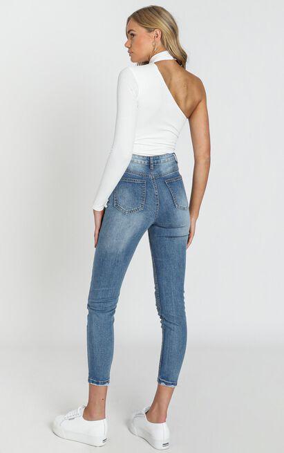 Caitlin Mum Jeans In mid blue denim - 14 (XL), Blue, hi-res image number null