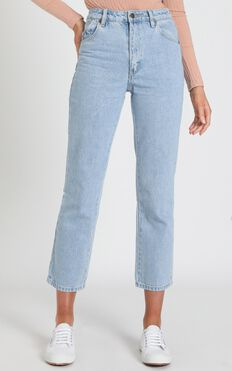 Rollas - Original Straight Jean in Sunday Blue