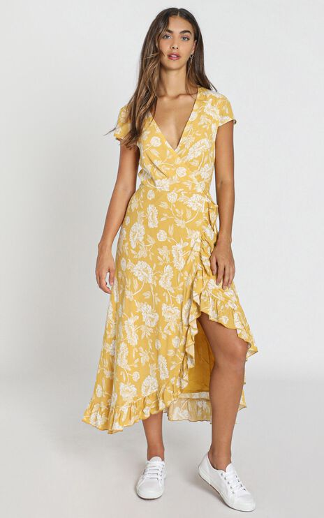 Tropical Scenes Dress in Yellow Floral