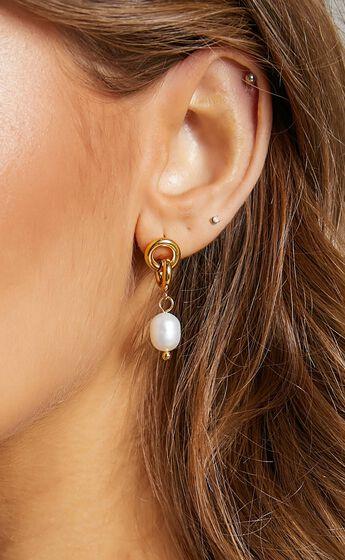 OAKLYNN DROP EARRINGS in Gold