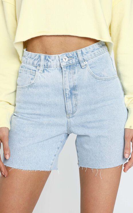 Abrand - A Claudia Cut Off Denim Shorts in Walk Away